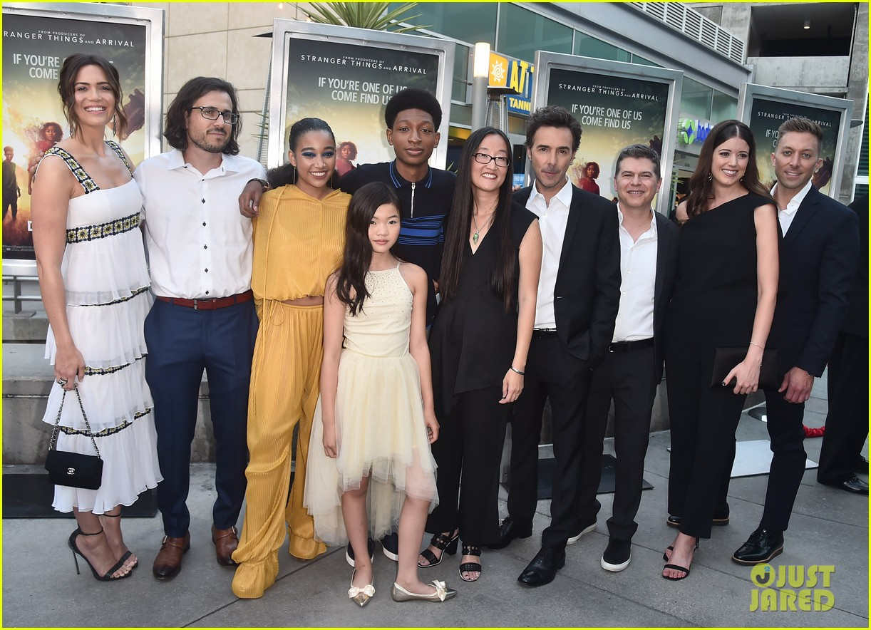 mandy moore amandla stenberg darkest minds co stars hollywood screening 394121705