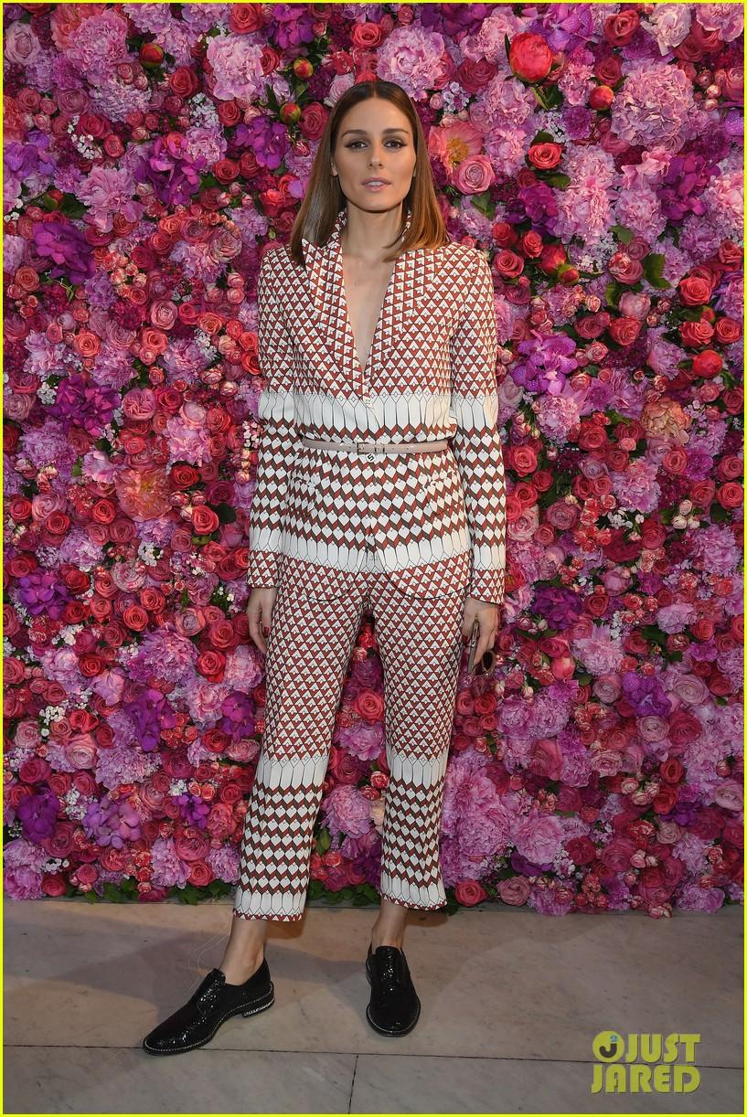 mandy moore gets glam for schiaparelli runway fashion show 014109950