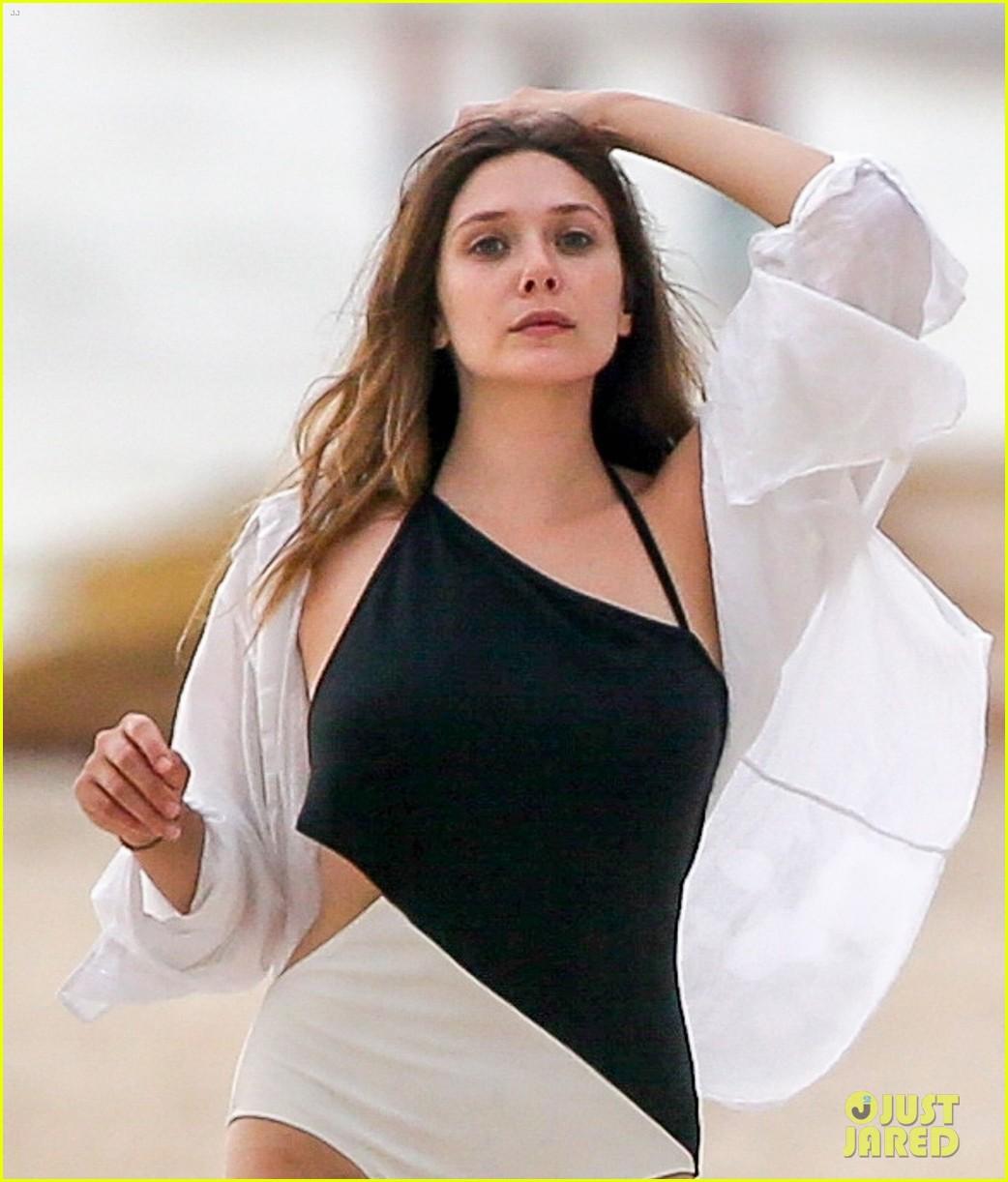 Elizabeth Olsen & Boyfriend Robbie Arnett Hit The Beach In