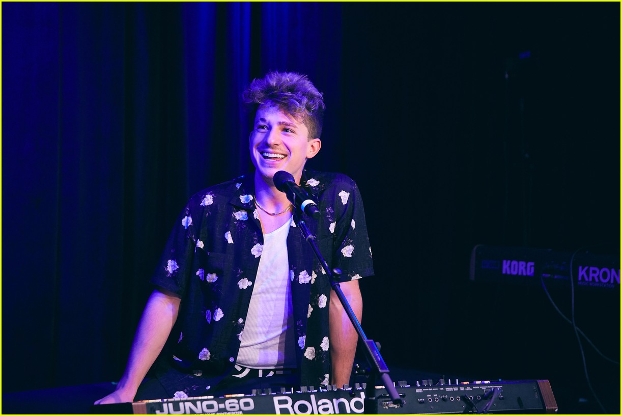 charlie puth returns to his college for spotify voicenotes event 014114137
