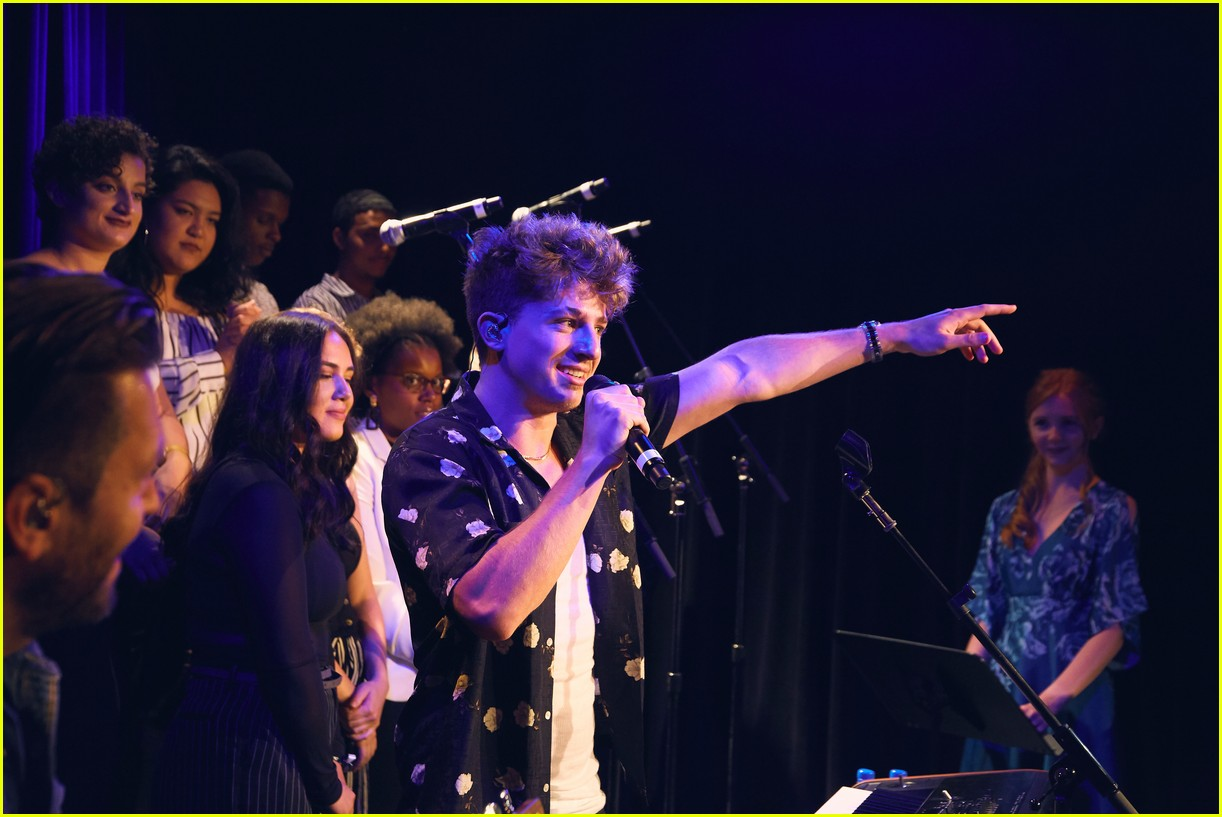 charlie puth returns to his college for spotify voicenotes event 034114139