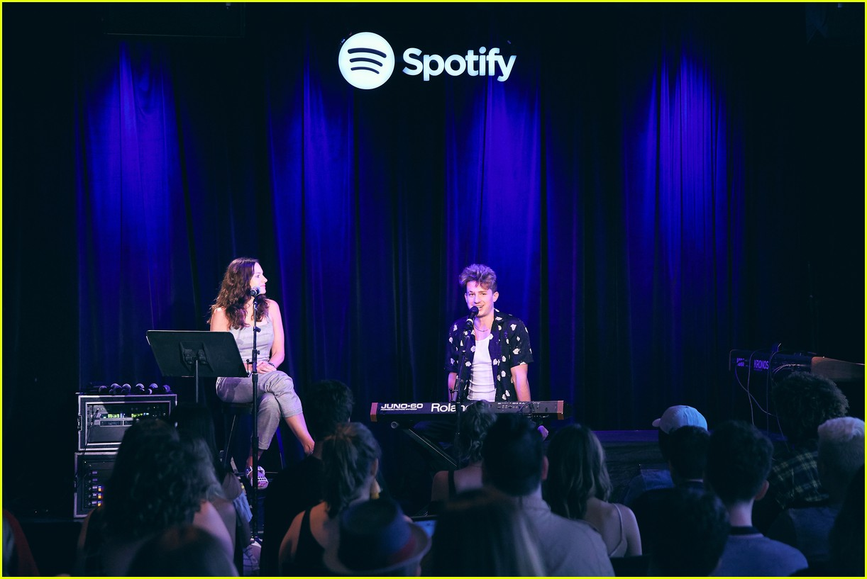 charlie puth returns to his college for spotify voicenotes event 094114145