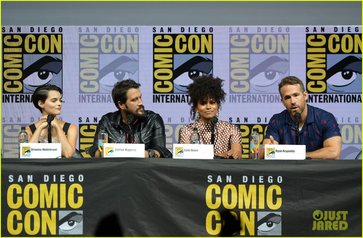 ryan reynolds reunites with deadpool 2 cast at comic con 024118493