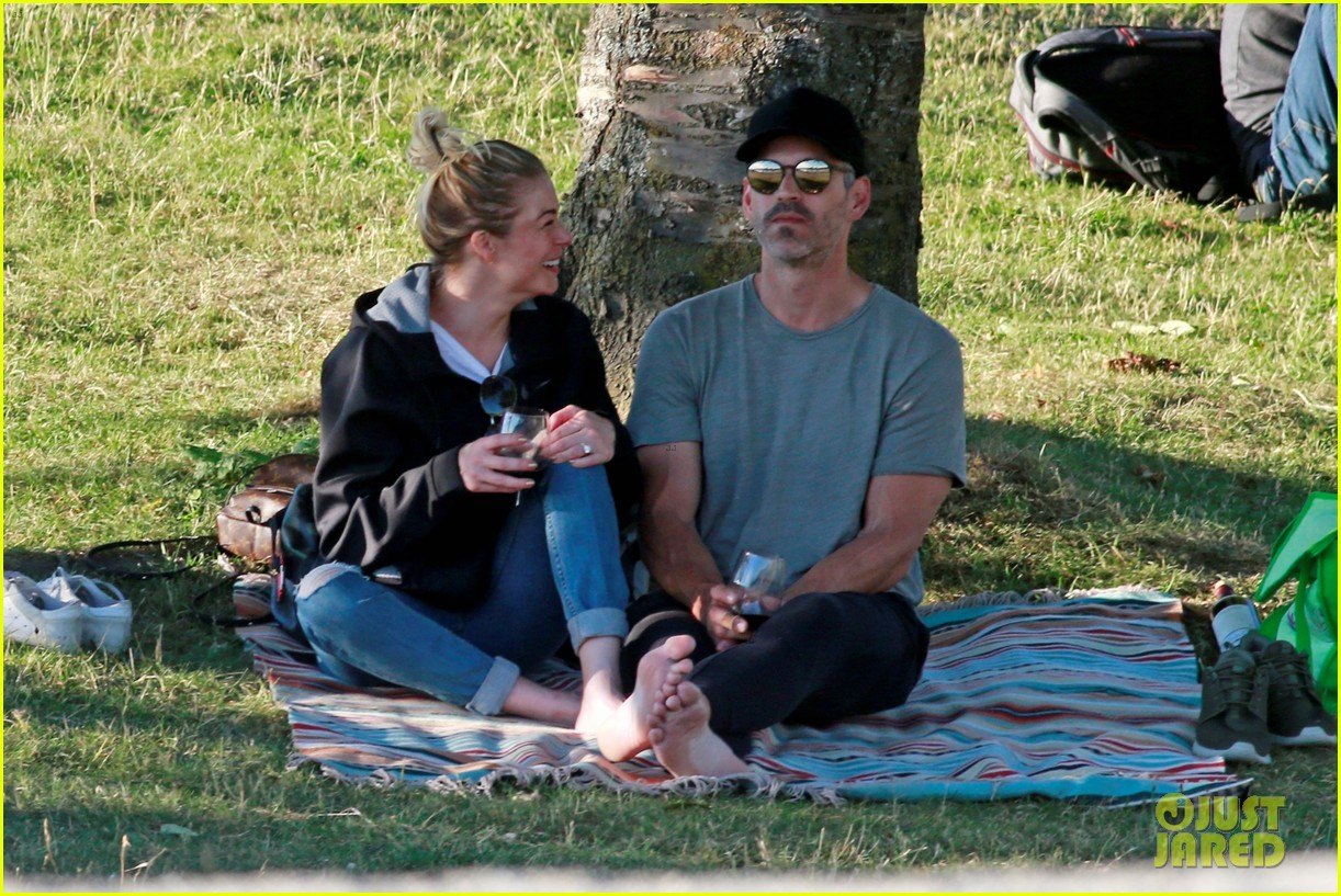 leann rimes and eddie cibrian enjoy romantic picnic in vancouver 054112164
