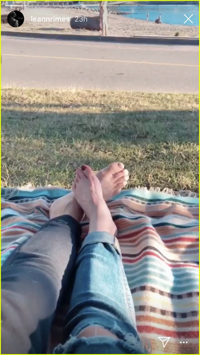leann rimes and eddie cibrian enjoy romantic picnic in vancouver 074112166