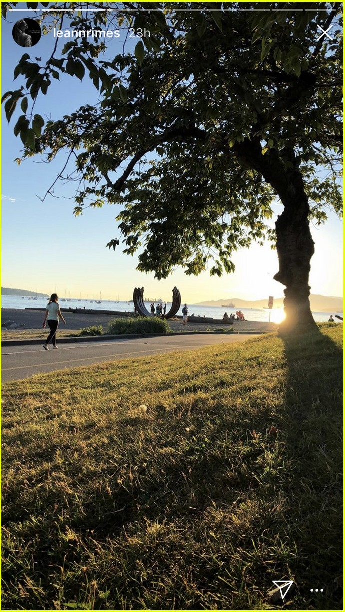 leann rimes and eddie cibrian enjoy romantic picnic in vancouver 094112168