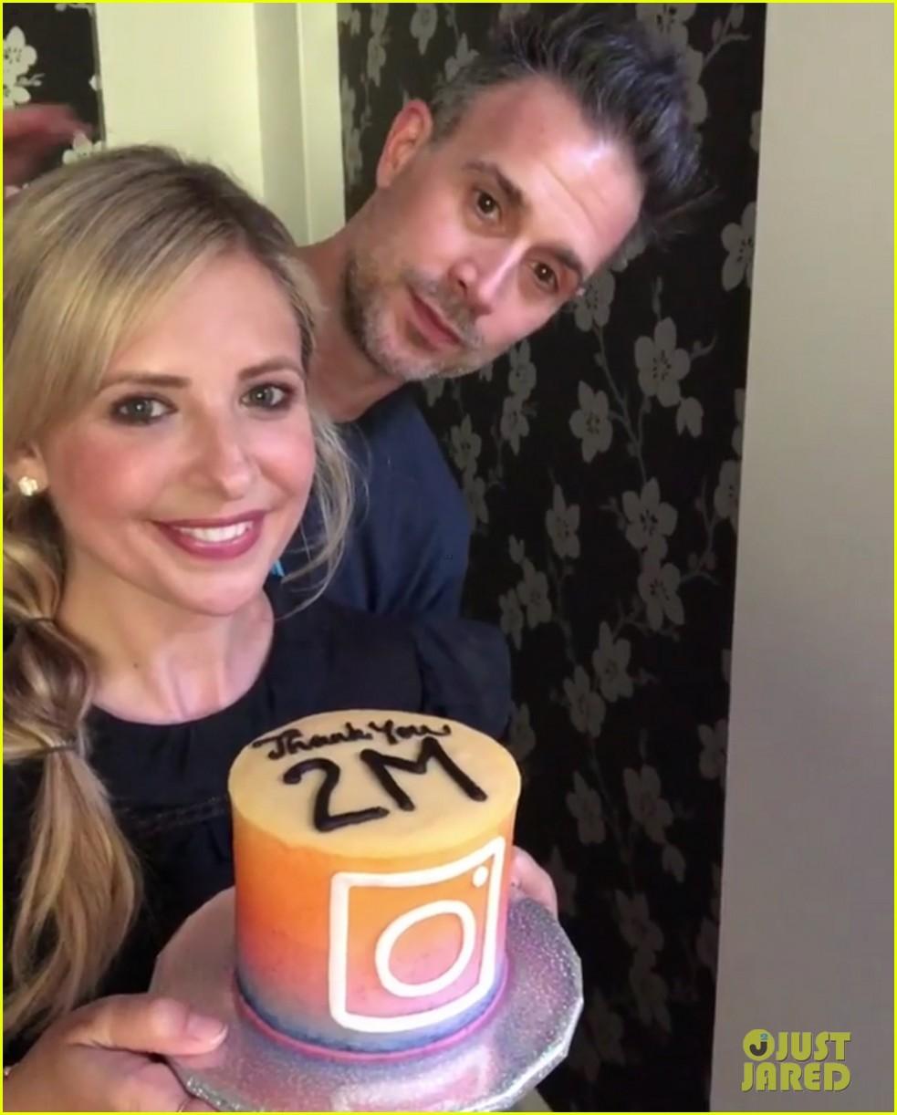 sarah michelle geller celebrates two million followers 044115616