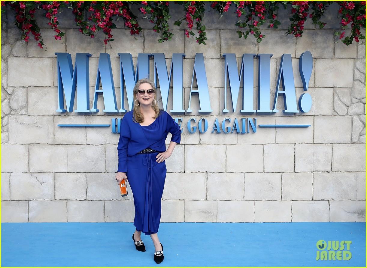 cher meryl streep reunite at mamma mia here we go again london world premiere 014115269