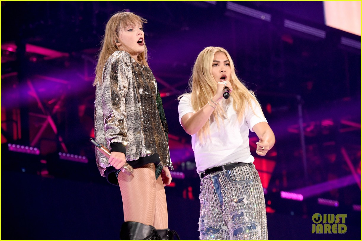 taylor swift hayley kiyoko special performance 044121560