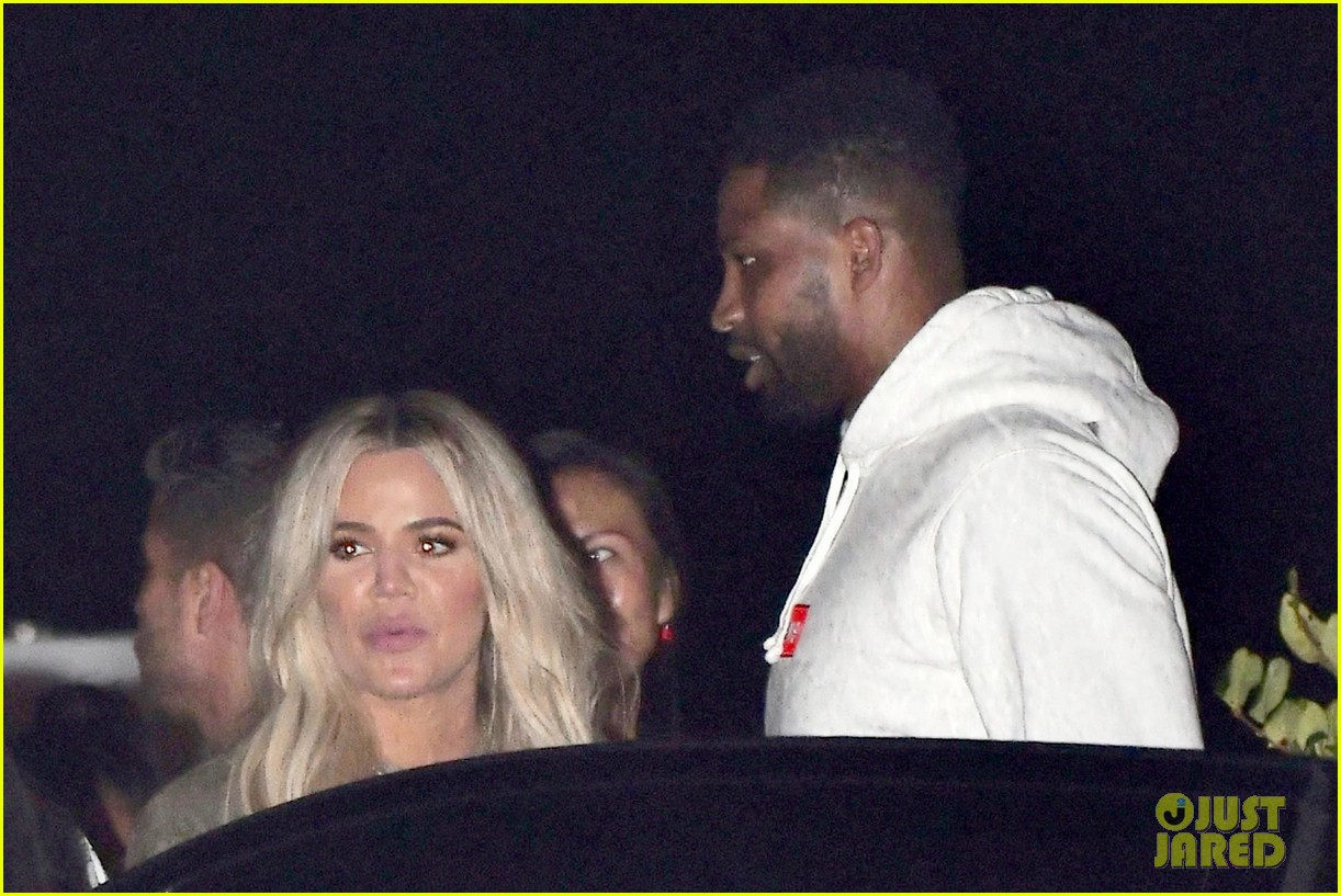 khloe kardashian d tristan thompson and lebron james dine out 034112419