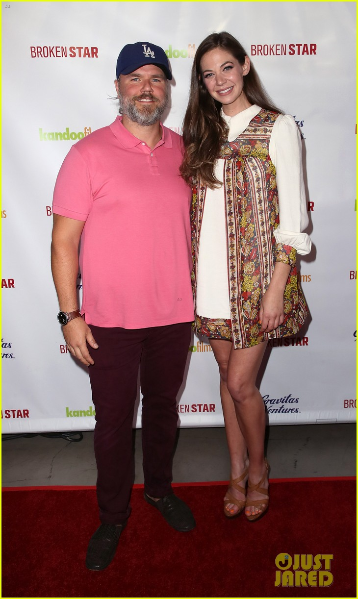 analeigh tipton gets support from jake mcdorman rachael leigh cook at broken star 034116583
