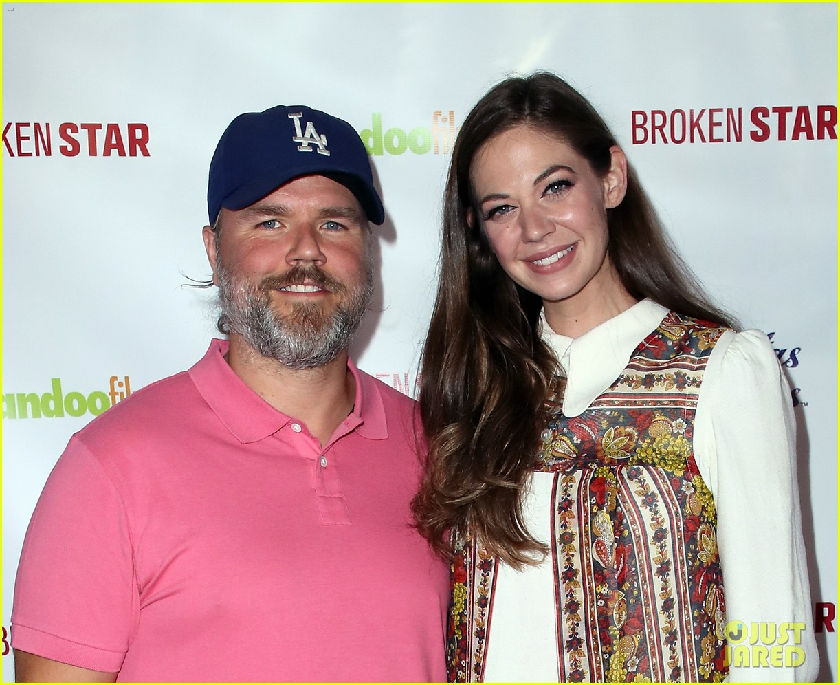 analeigh tipton gets support from jake mcdorman rachael leigh cook at broken star 164116596