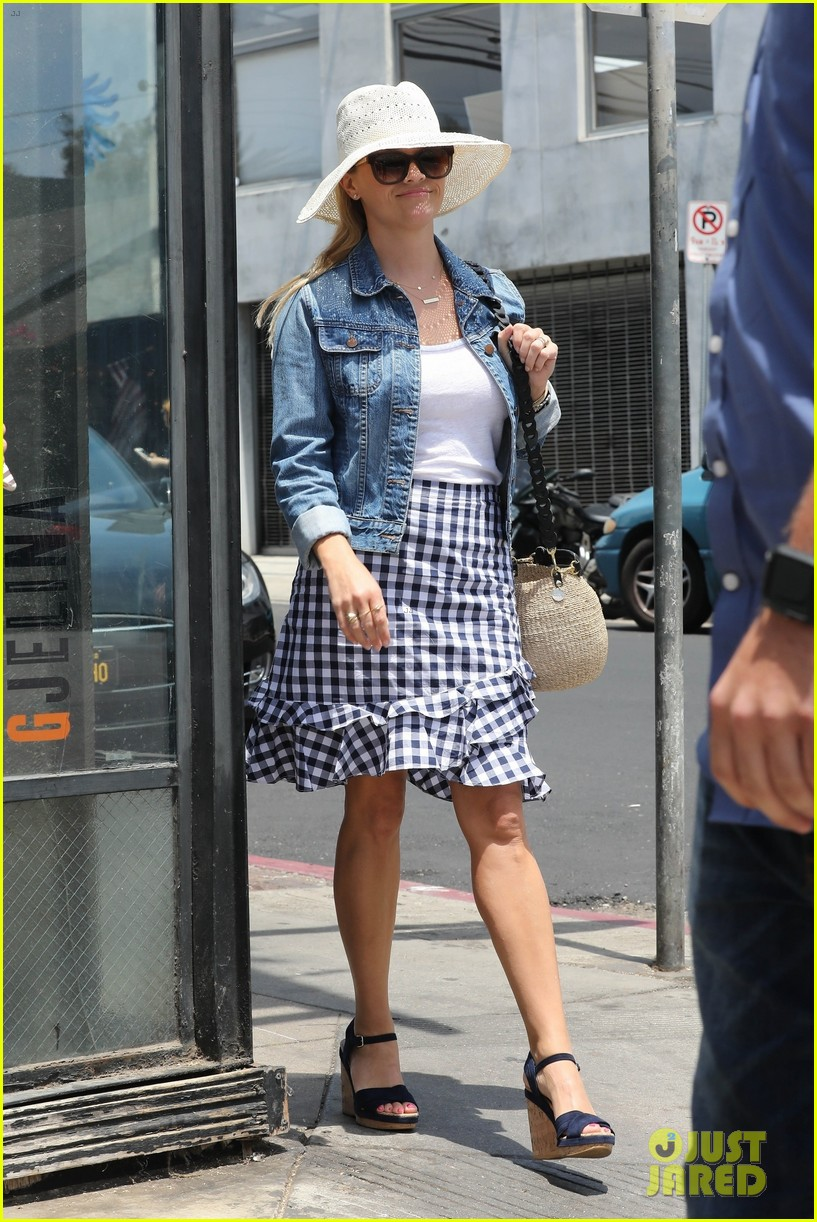 reese witherspoon jim toth venice day 014119103