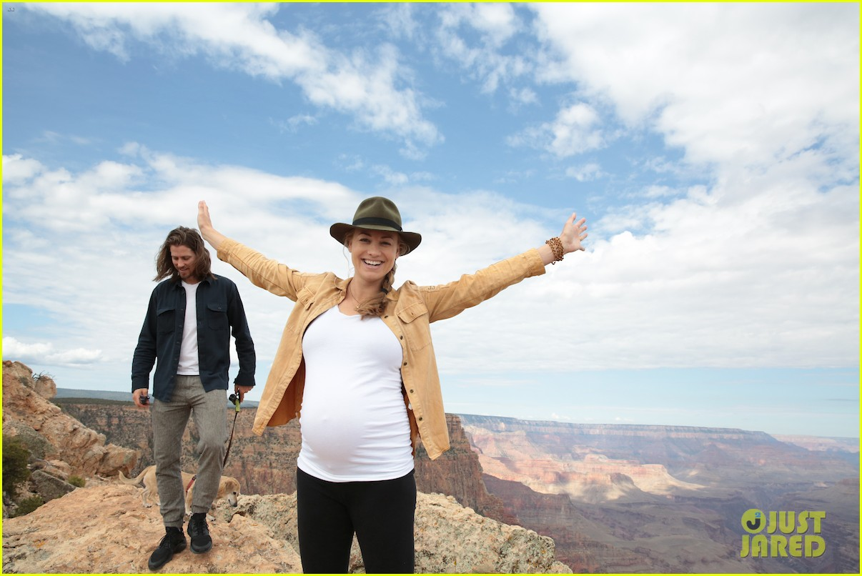 Yvonne Strahovski Shows Off Her Baby Bump While Visiting The Grand Canyon Photo 4115583 Pregnant Celebrities Tim Loden Yvonne Strahovski Pictures Just Jared Yvonne strahovski used instagram to announce the news. just jared