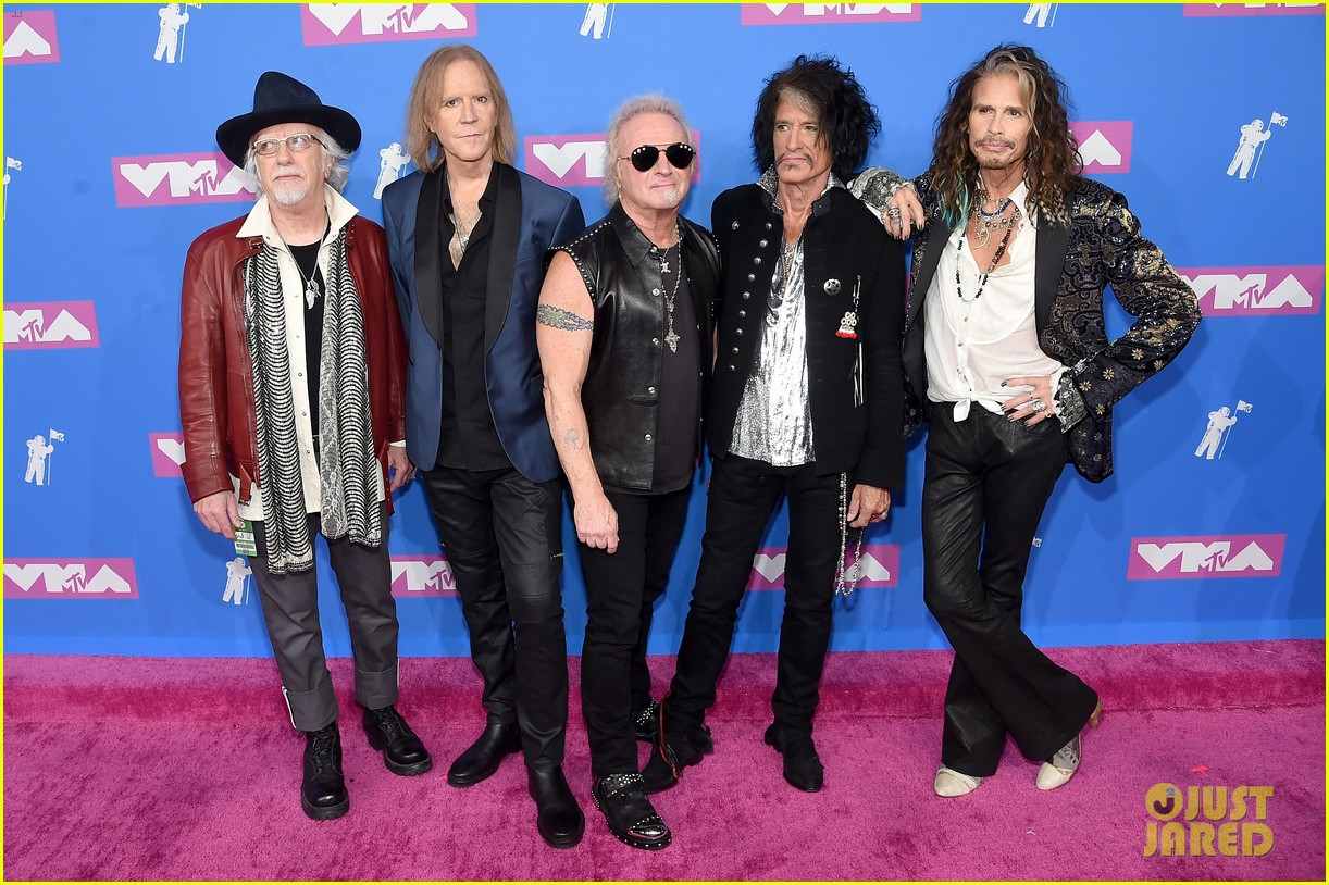 aerosmith hits mtv vmas 2018 red carpet ahead of performance 024131775
