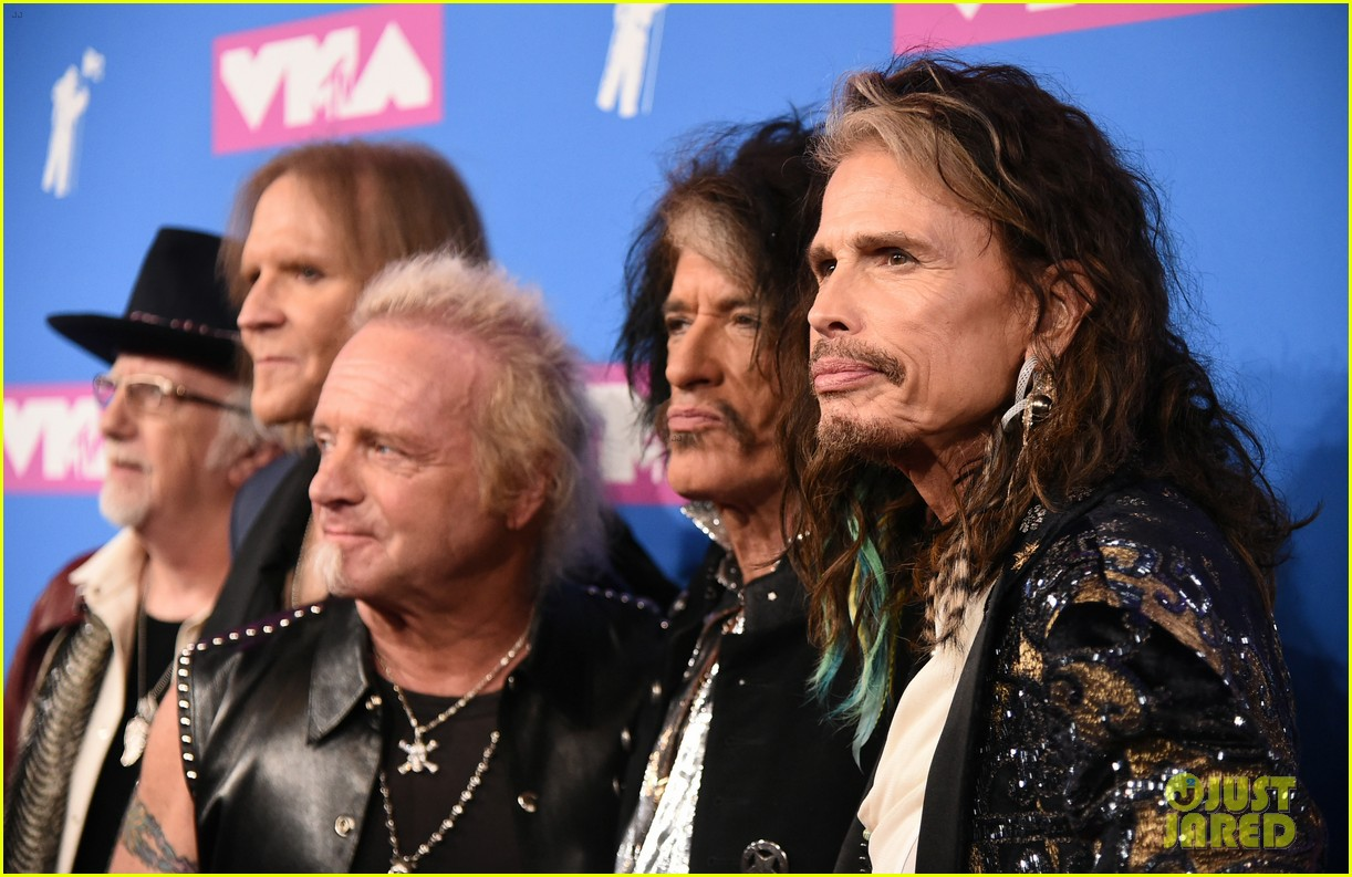 aerosmith hits mtv vmas 2018 red carpet ahead of performance 034131776
