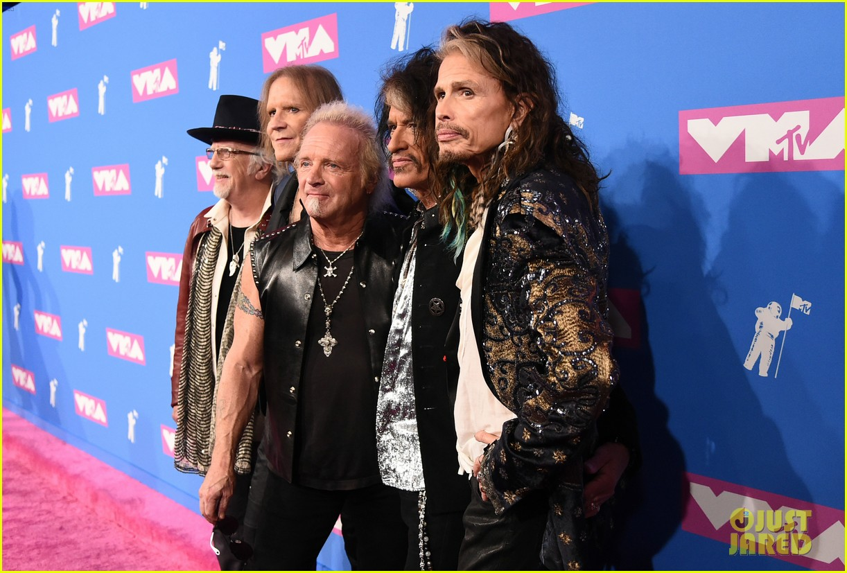 aerosmith hits mtv vmas 2018 red carpet ahead of performance 044131777