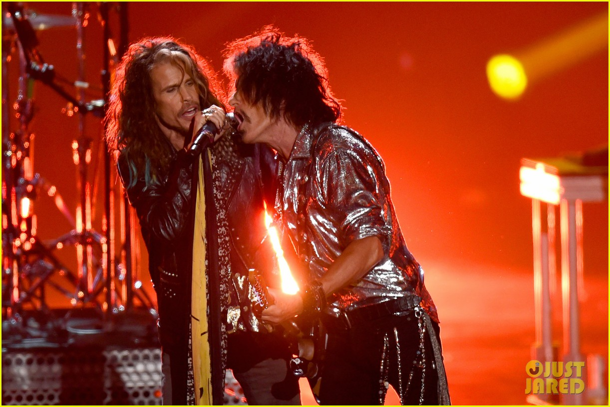 aerosmith post malone 21 savage mtv vmas performance 054132268