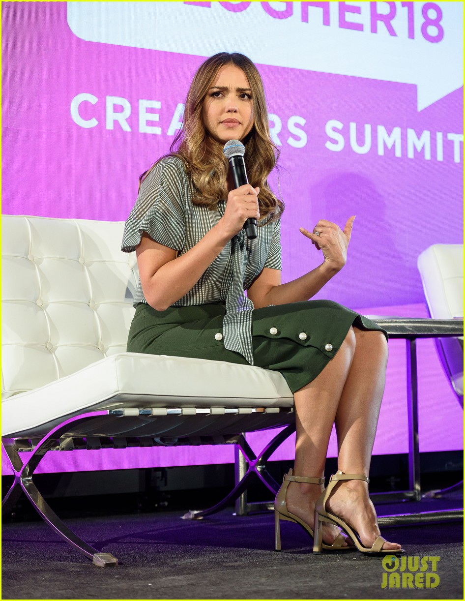 jessica alba joins uzo aduba at blogher summit in nyc 054127051