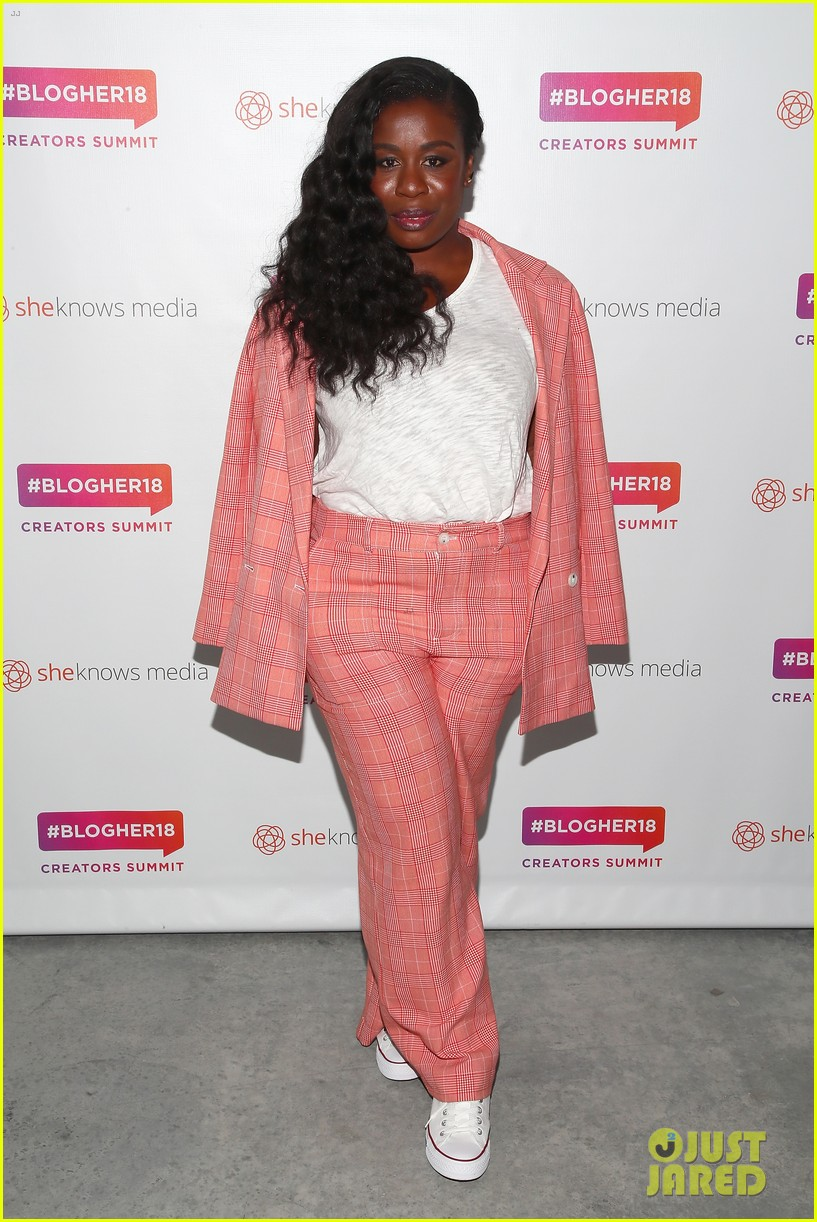 jessica alba joins uzo aduba at blogher summit in nyc 074127053
