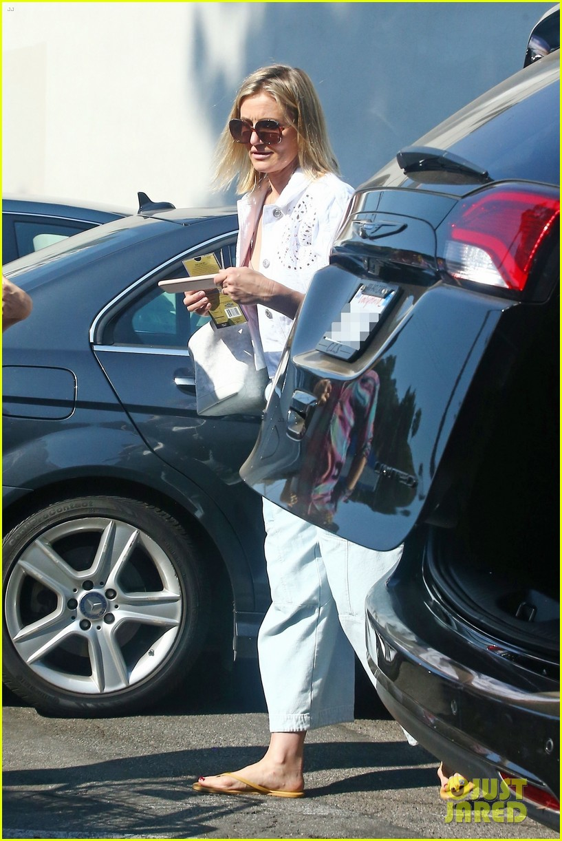 drew barrymore and cameron diaz go grocery shopping at bristol farms 024125346