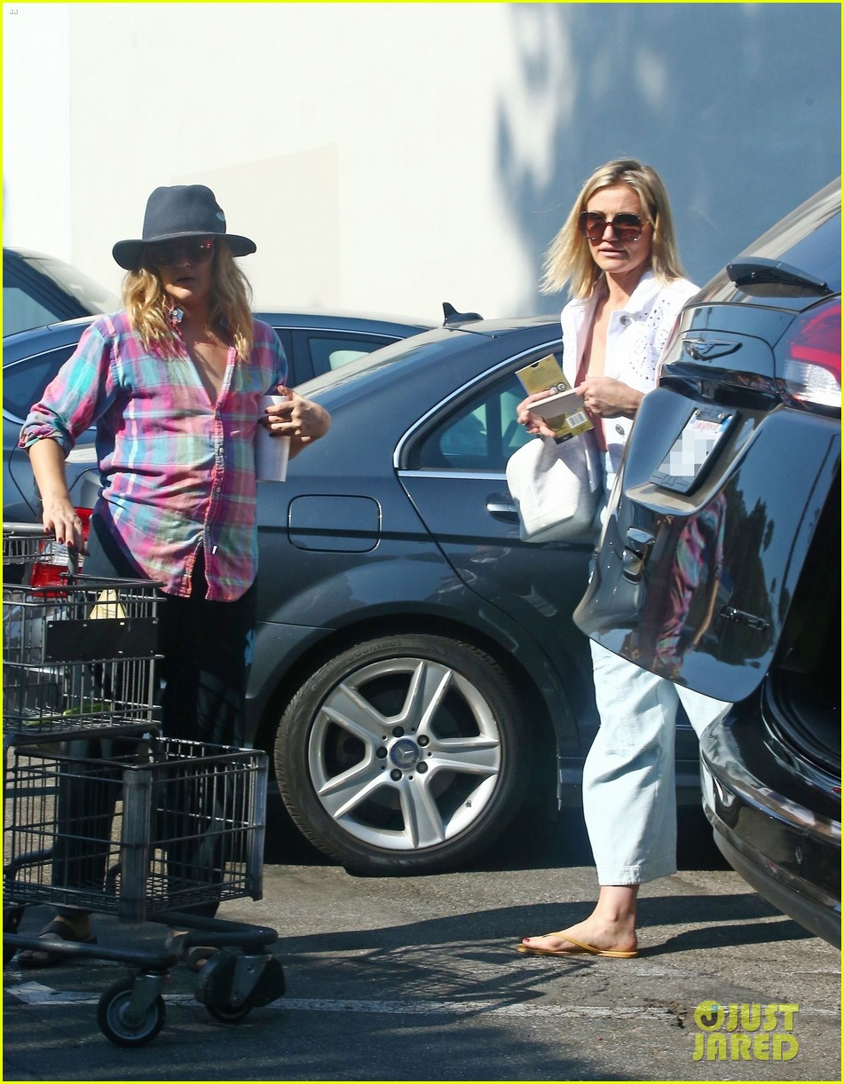 drew barrymore and cameron diaz go grocery shopping at bristol farms 054125349