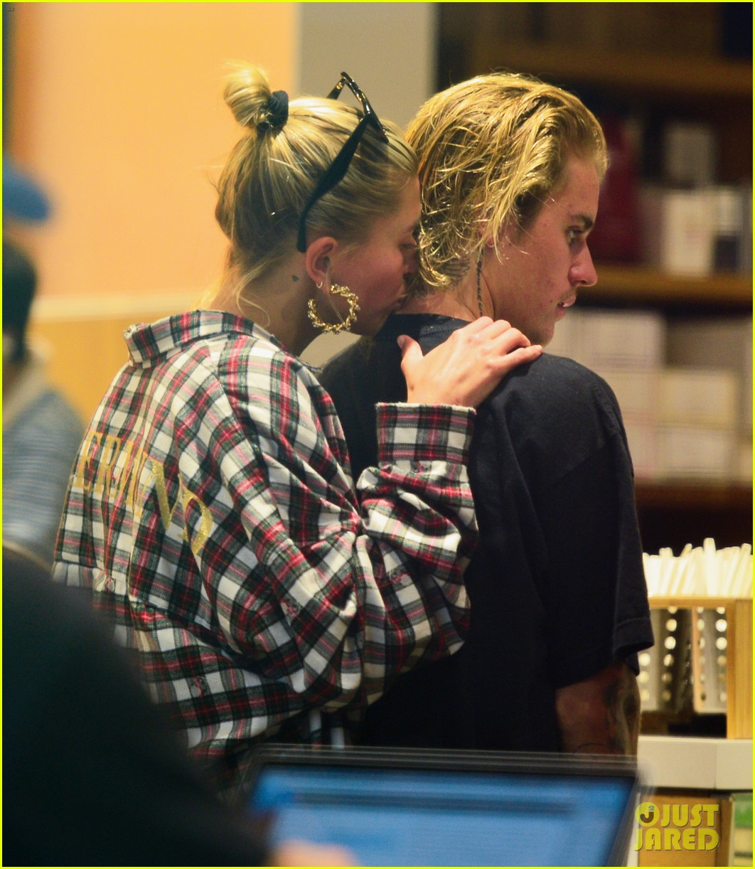 justin bieber gets a haircut with hailey baldwin by his side 024126591