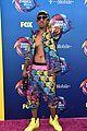nick cannon shows off toned torso at teen choice awards 03