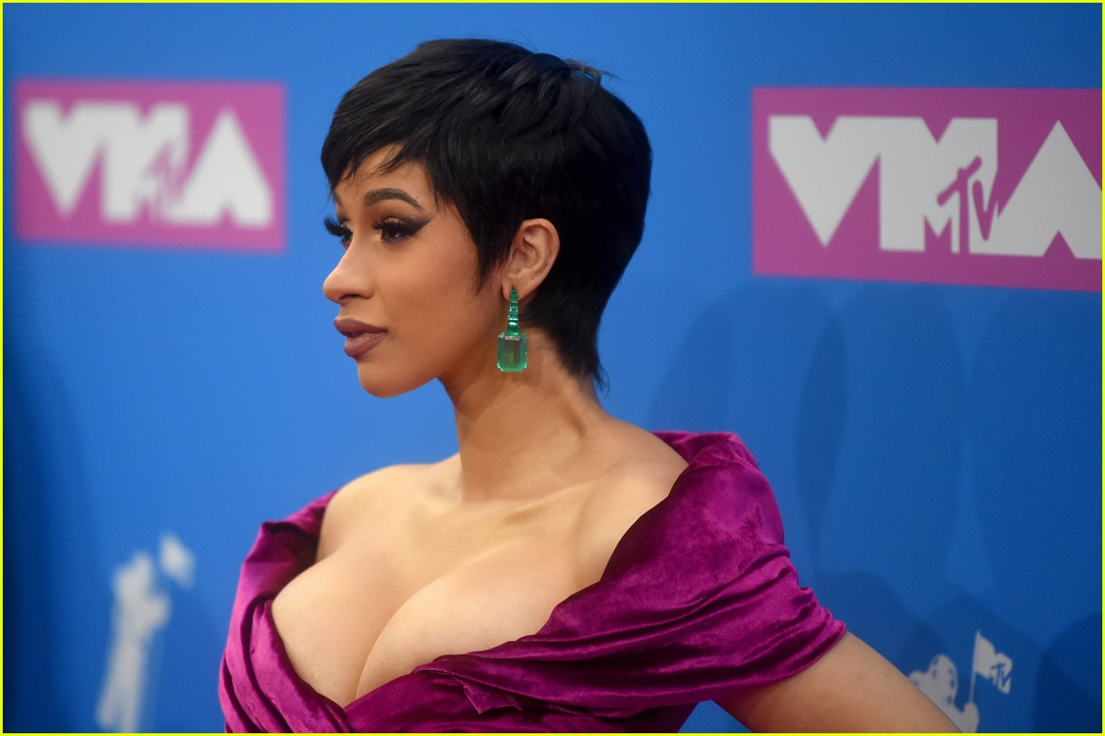 Cardi B Vma: Cardi B Makes Her First Red Carpet Appearance Since Giving