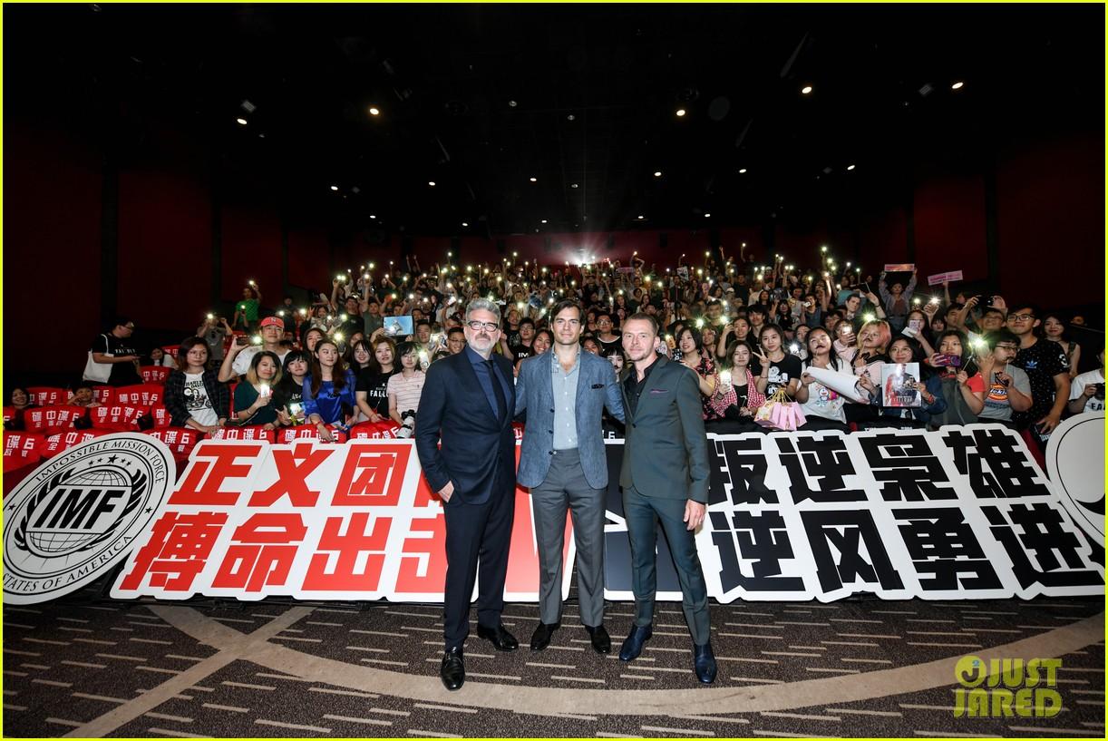 henry cavill hosts mission impossible fallout beijing midnight fan screening 044136716