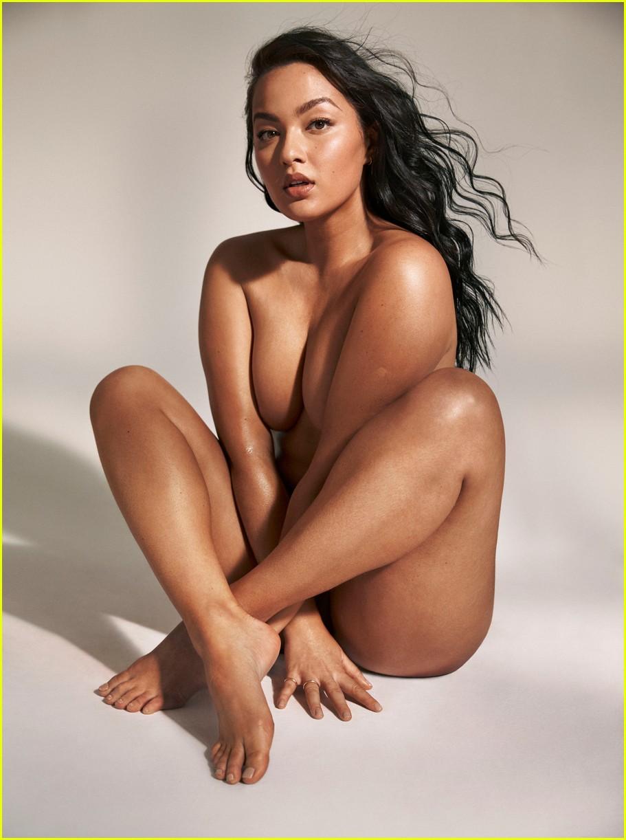 Nude hot wimen bare it all