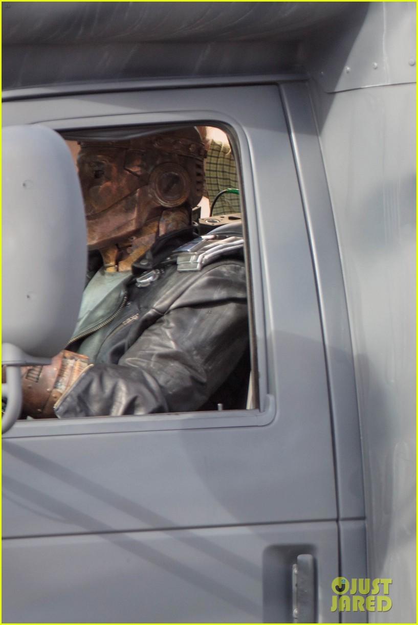 diane guerrero april bowlby doom patrol set photos 024137270