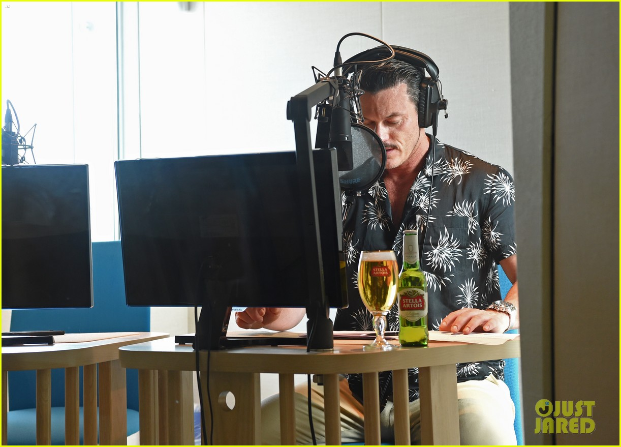 luke evans presents stellaspace with stella artois 074126277