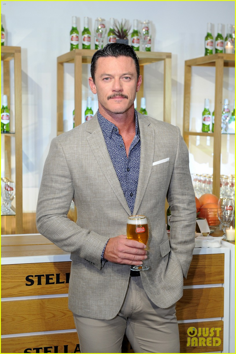 luke evans looks dapper while unveiling stellaspace with stella artois in nyc 154127081