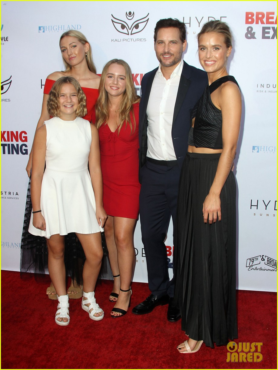peter facinelli gets support from girlfriend lily anne harrison daughters at breaking exiting 014129878