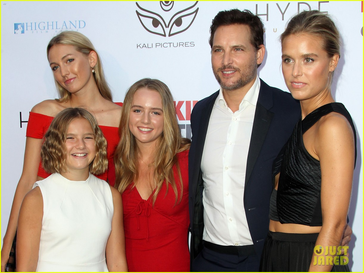 peter facinelli gets support from girlfriend lily anne harrison daughters at breaking exiting 044129881