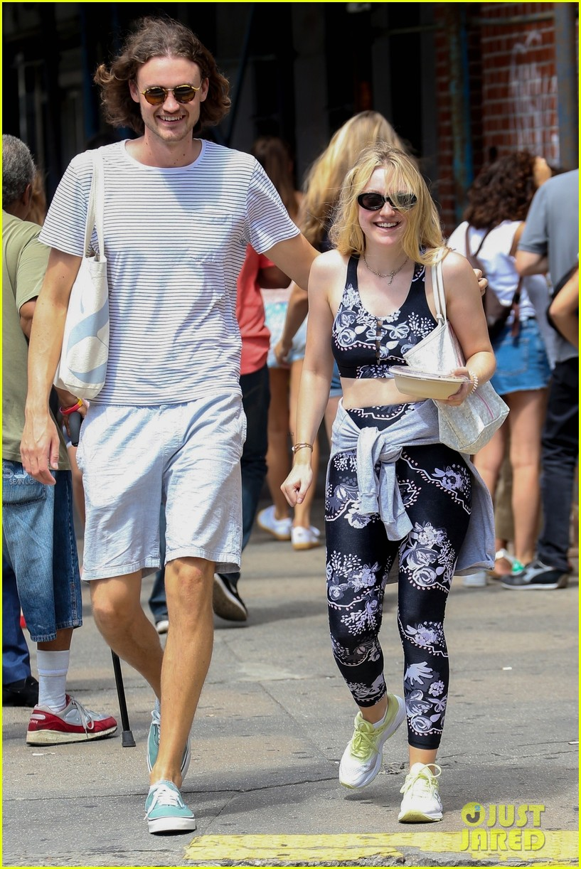 dakota fanning and boyfriend henry frye share a laugh after lunch 014123551