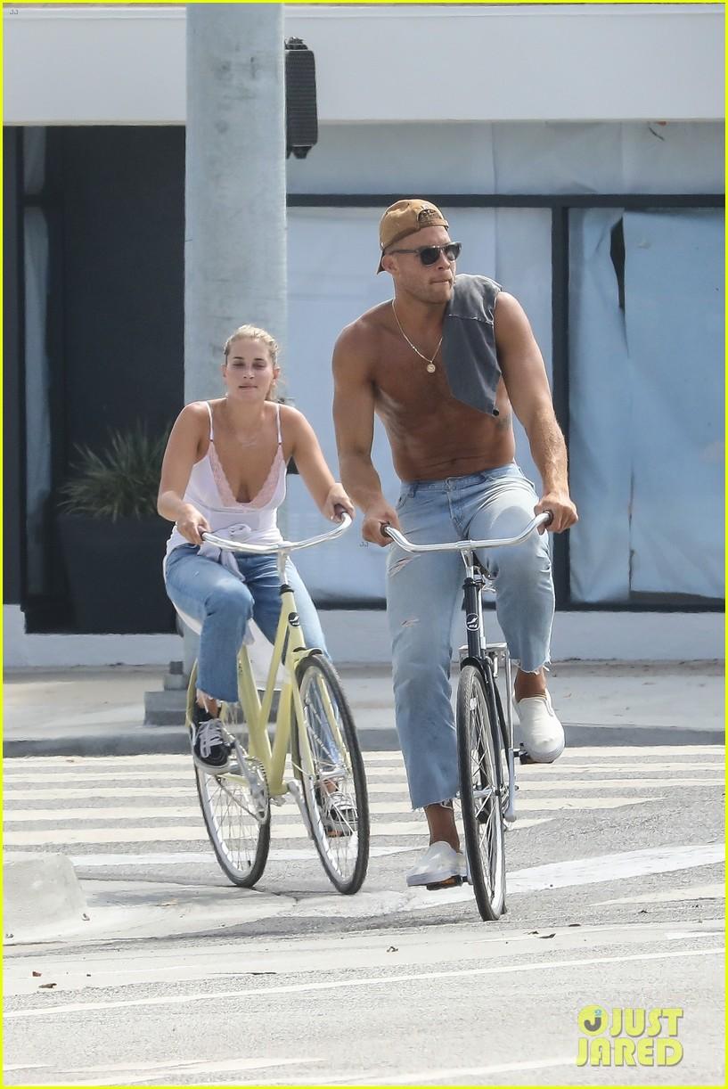 blake griffin shirtless bike ride francesca aiello 024132678