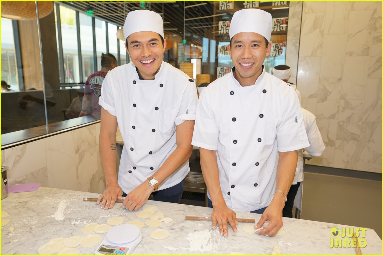 henry golding makes dumplings with just jared 054129226