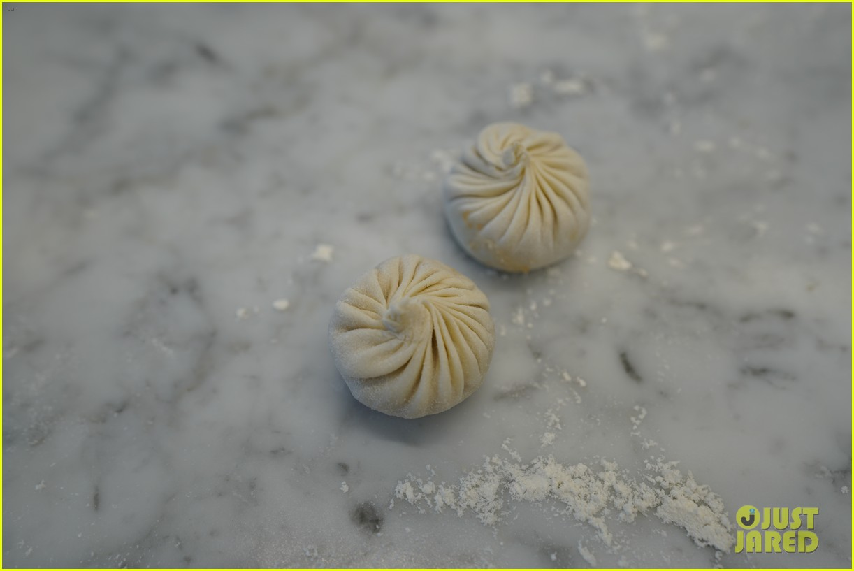 henry golding makes dumplings with just jared 144129235