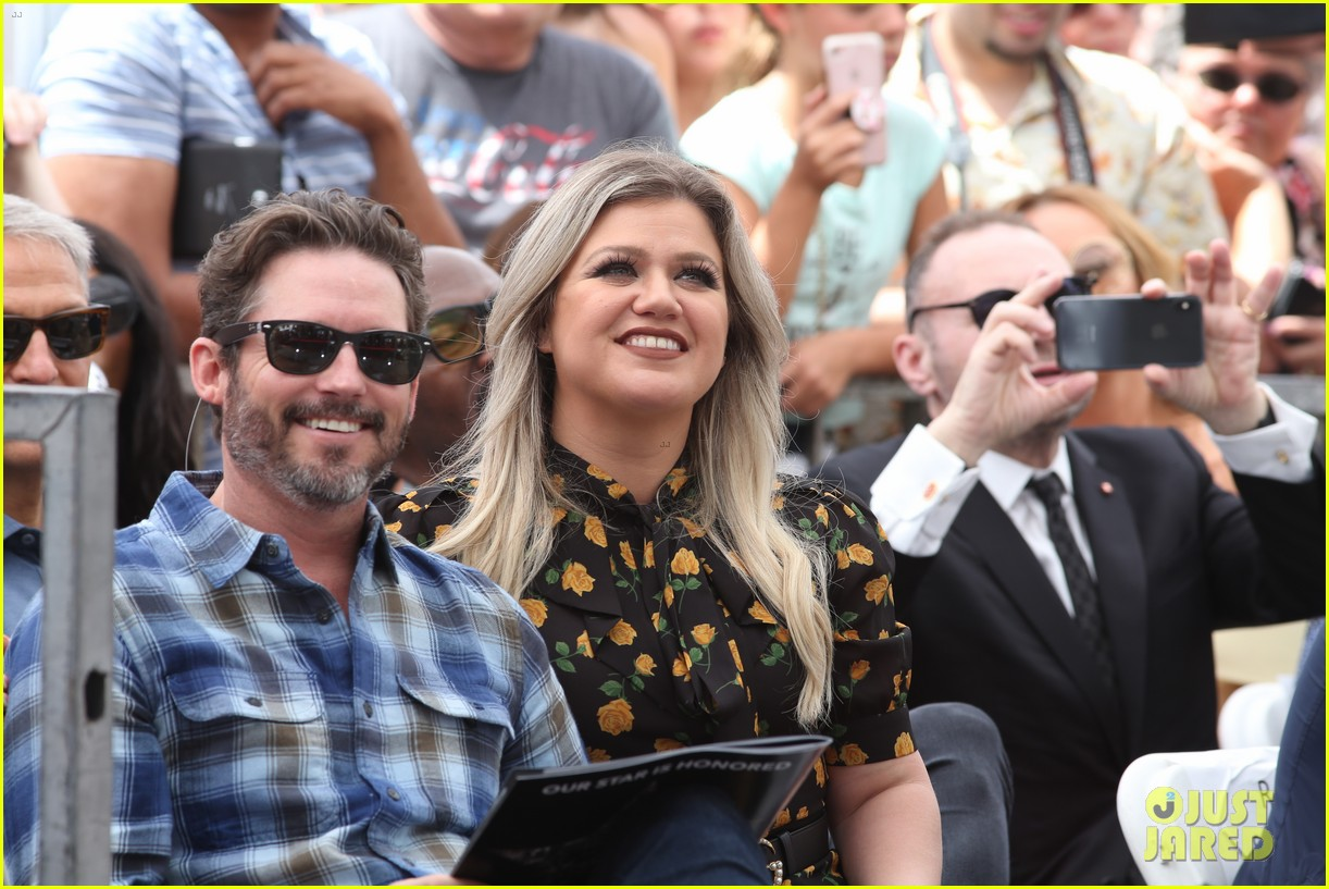 simon cowell american idol alums at hollywood walk of fame ceremony 114133354