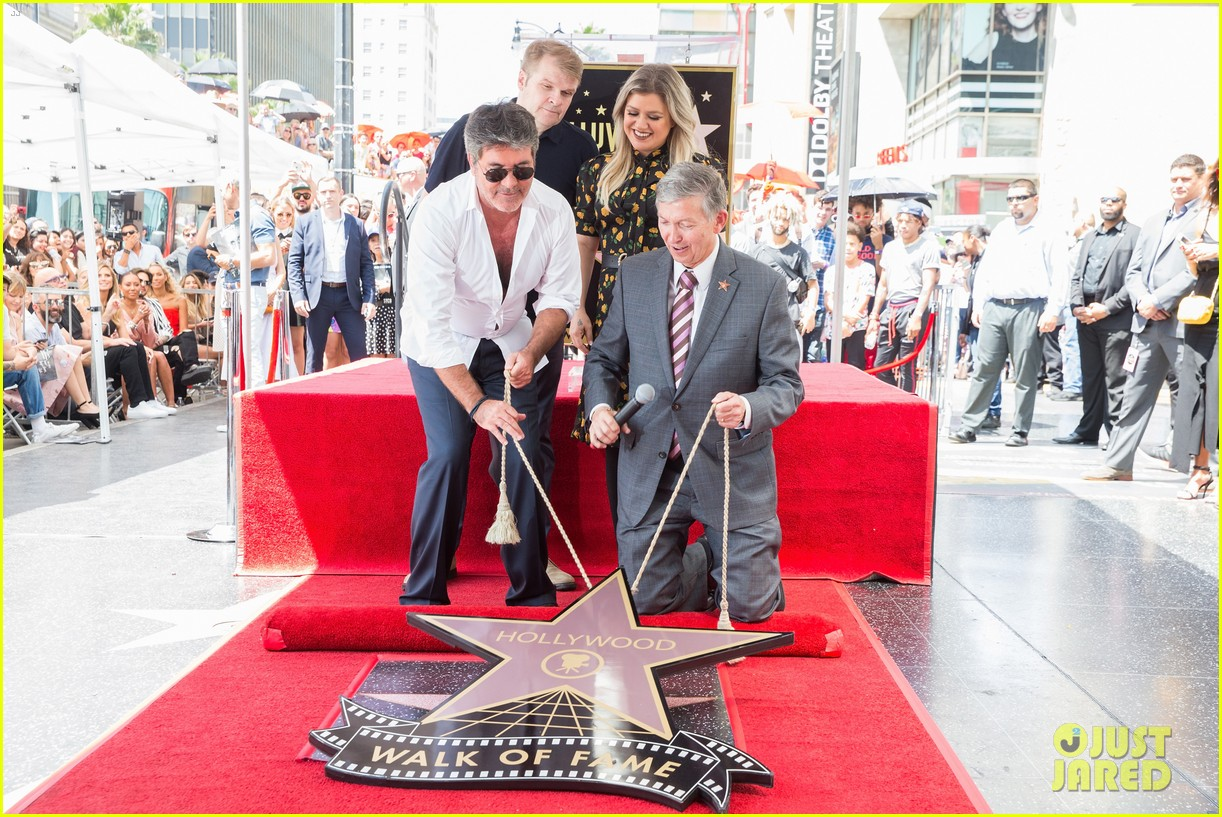 simon cowell american idol alums at hollywood walk of fame ceremony 204133363