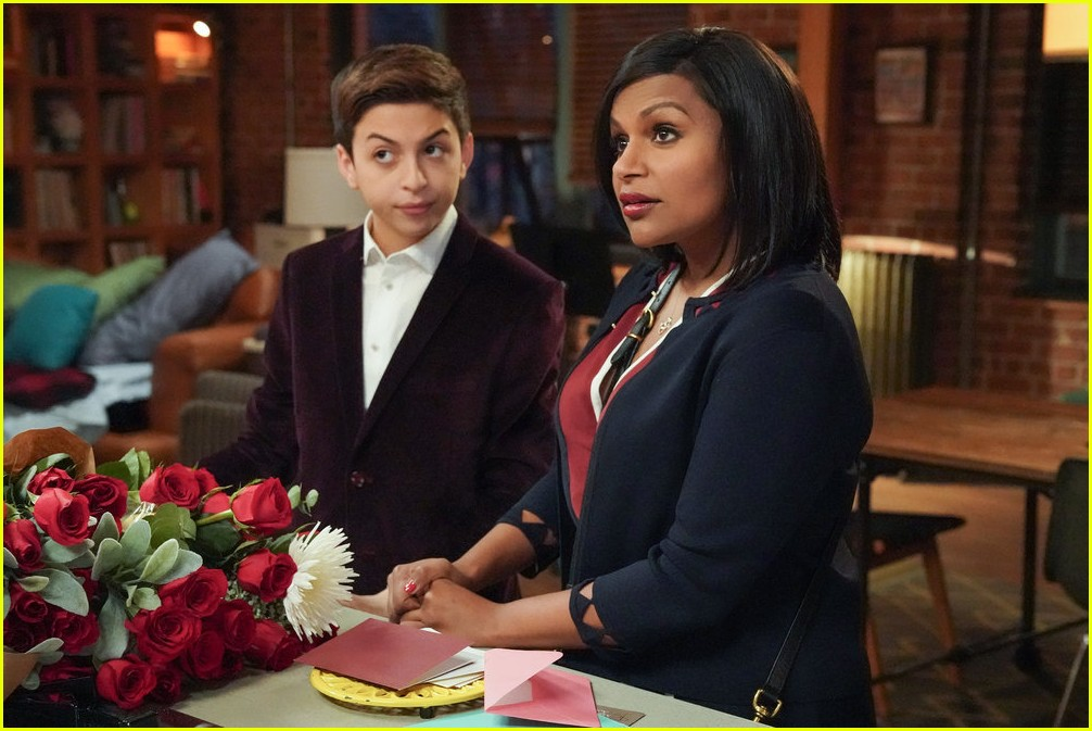mindy kaling supports josie totah 024131362