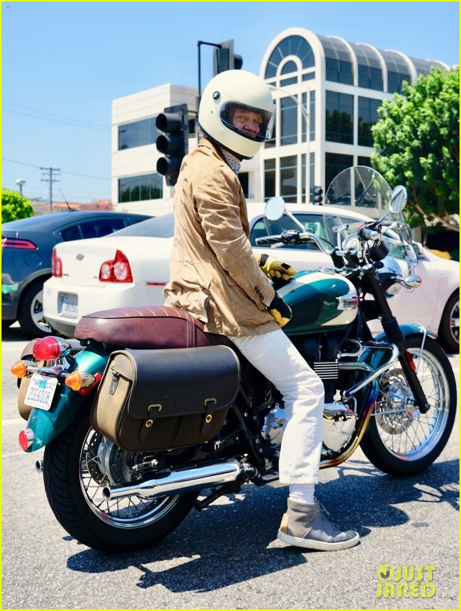 william h macy goes for motorcycle ride in la 054129584