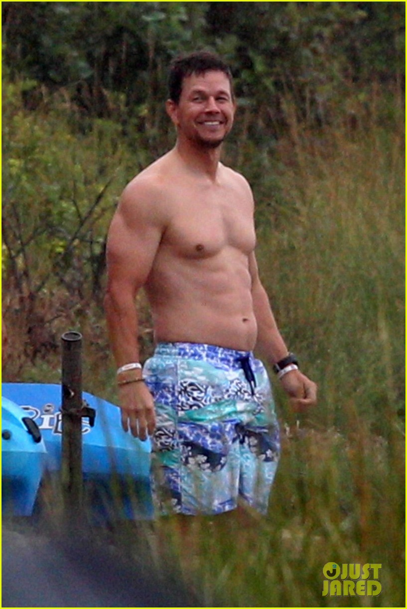 mark wahlberg shirtless cape cod 014133209