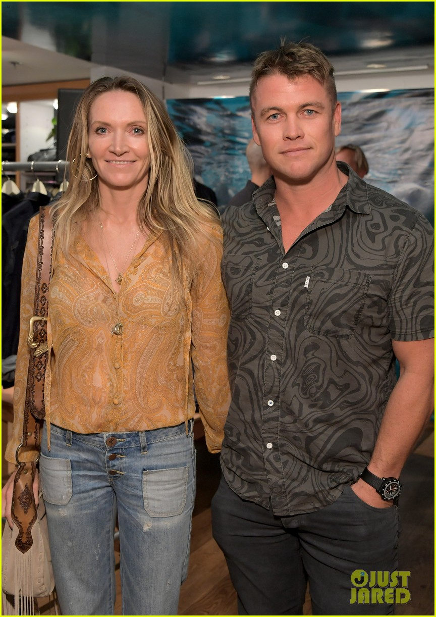 chris martin celebrates outerknown launch of s e a jeans 034137066