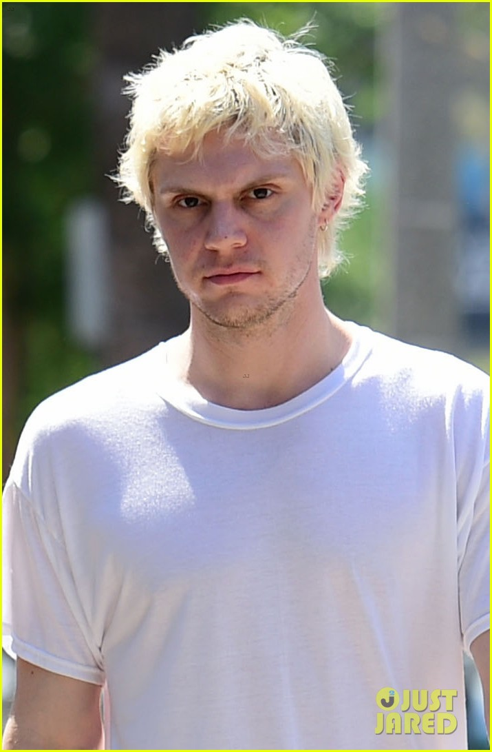 emma roberts evan peters couple up for afternoon date 044124580