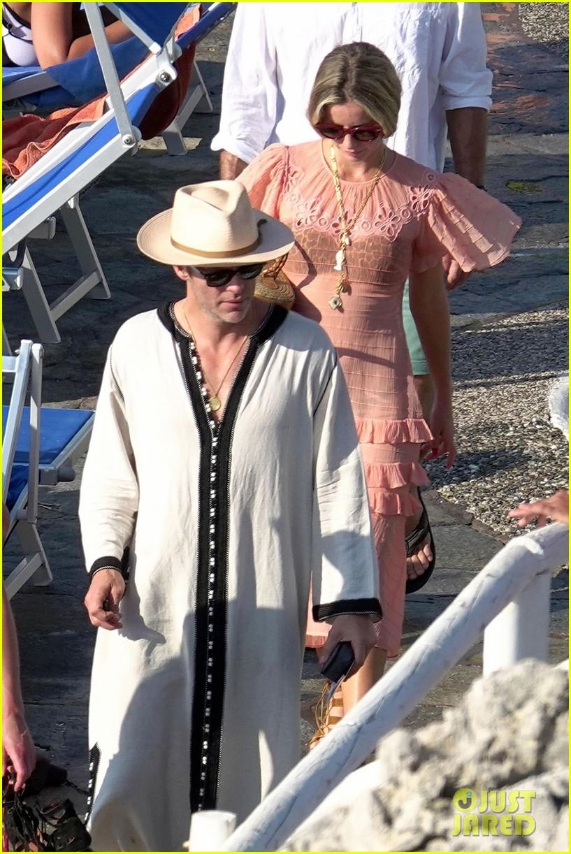 Chris Pine Puts His Shirtless Body On Display On Vacation