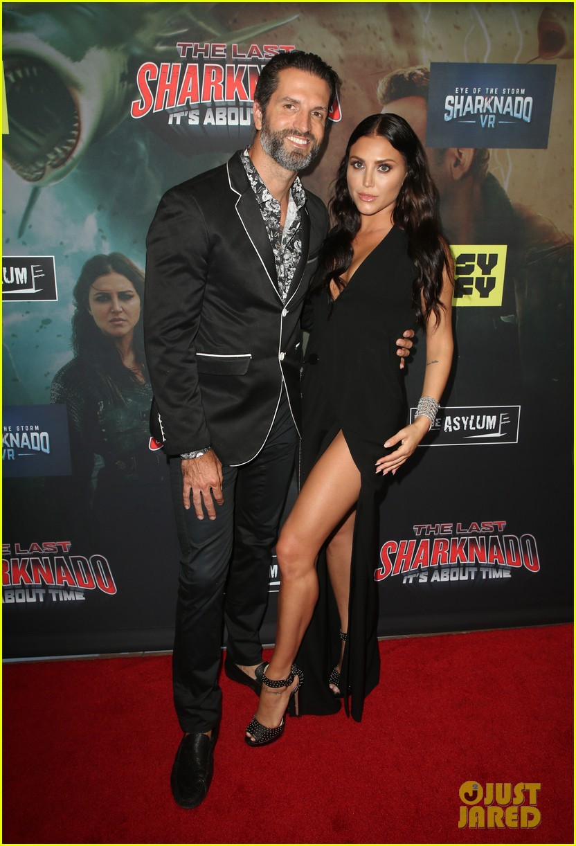 tara reid ian ziering hit red carpet for the last sharknado its about time premiere 254131159