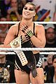 ronda rousey wins wwe raw womens title at summerslam 01